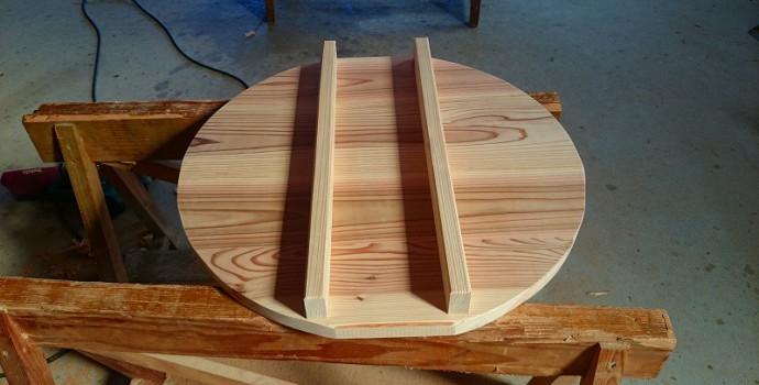4枚の杉板を張り合わせています。