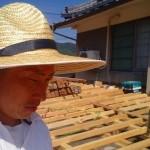 この日は、かなり暑かった。これからの屋外の工事はこの麦わら帽子が必需品☺