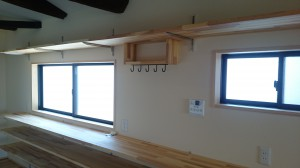 キッチン棚も造付けいい感じに出来ました。